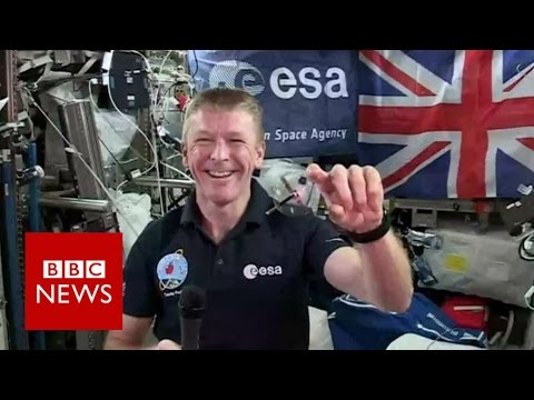 Tim Peake demonstrates gyroscope - BBC News