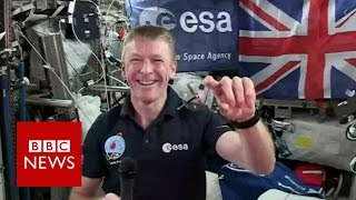 Tim Peake demonstrates gyroscope - BBC News thumbnail
