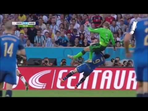 Manuel Neuer attacks Gonsalo Higuain [World Cup Brazil 2014 final]