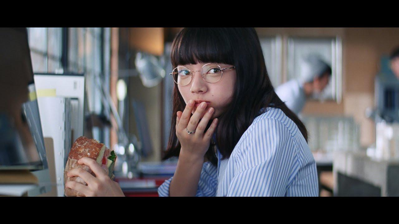 めがね女子・小松菜奈、疲れ顔から華麗に変身 『インテグレート』新TVCM\u201c「がんばってる」を顔に出さない。\u201d篇 , YouTube