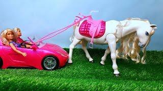 Поїздка Барбі на коні іграшку і грати в ляльки