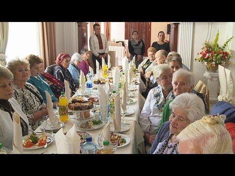 01.10.2017 День людей похилого віку: коломиян запросили в ресторан