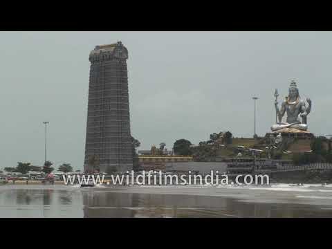 Murudeshwar Temple on the coast of the Arabian Sea in Karnataka