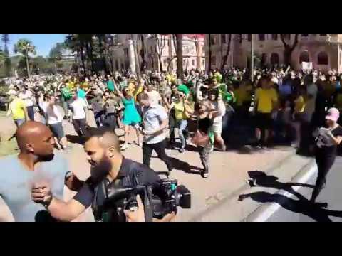 Manifestantes pró-Bolsonaro hostilizam equipe da TV Globo durante ato em BH