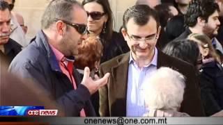 Lawrence Gonzi mħeġġeġ biex imur għal elezzjoni bikrija.