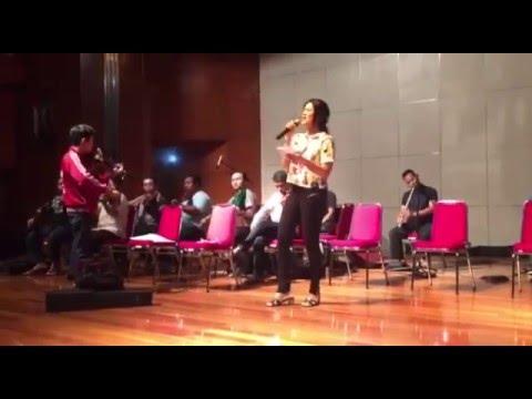 Titi Kamal Sholawatan bersama Azza Orchestra - Maulid Event 2016