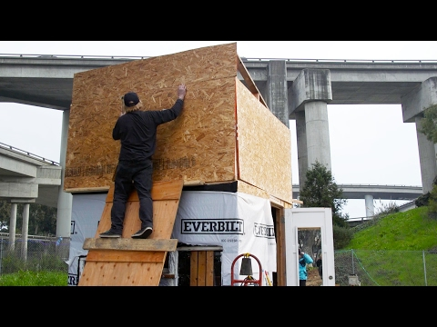"""City of Oakland Shuts Down """"The Village"""" Homeless Camp 