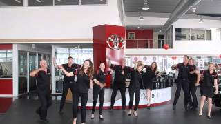 Bendigo Toyota - Juicy Wiggle (Flash Mob)