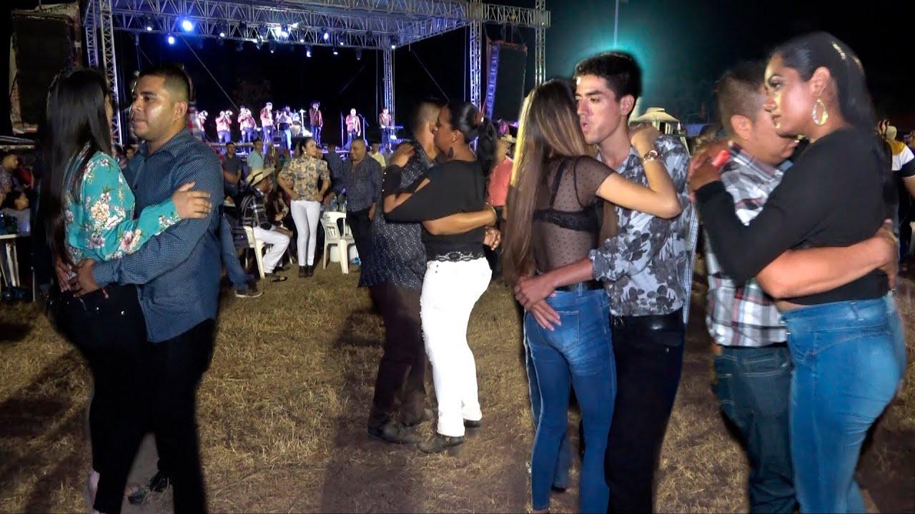 WOW HERMOSAS CHICAS BAILANDO BIEN  ROMANTICO ARITMO  DE LA LEYENDA DE SERVANDO MONTALVA V IMPERDIBLE