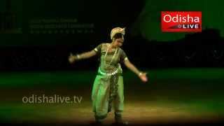 Shivastakam - Odissi Dance - Mousumi Madhuchhanda Padhi - Guru Pankaj Ustav(A MediaLearning Web Production. Produced for OdishaLIVE Web Channel: www.odishalive.tv (A Web Initiative of Academy for Media Learning Private Limited) ..., 2014-04-20T06:26:14.000Z)