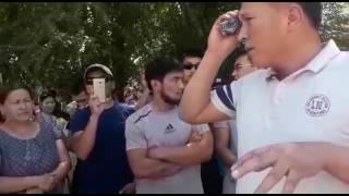 Жители города Кара-Куль провели акцию протеста из-за недовольства действиями сотрудников милиции