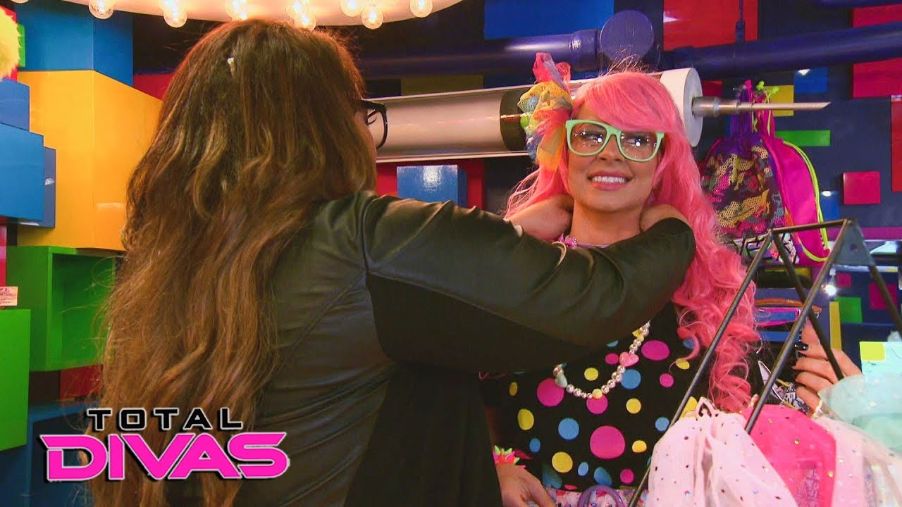 Alexa Bliss and Nia Jax take Maryse to a Japanese cosplay store: Total Divas Bonus Clip, Nov 8, 2017