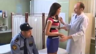 Секси пациентка и врач, делающий ей укол в попку