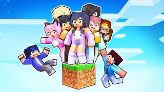 10 Friends On ONE BLOCK In Minecraft! screenshot 4