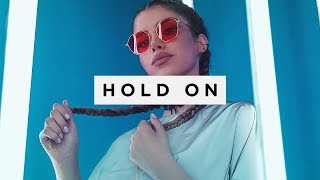 Baixar DUX - Hold On (feat. Giulia Be)