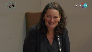 SCHIE TV: Deirdre Carasso, directeur Stedelijk Museum, over verbinding, verbouwing en afscheid