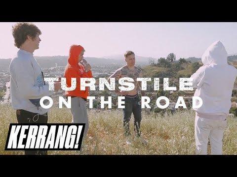 TURNSTILE: Hardcore + skating + stagediving on tour