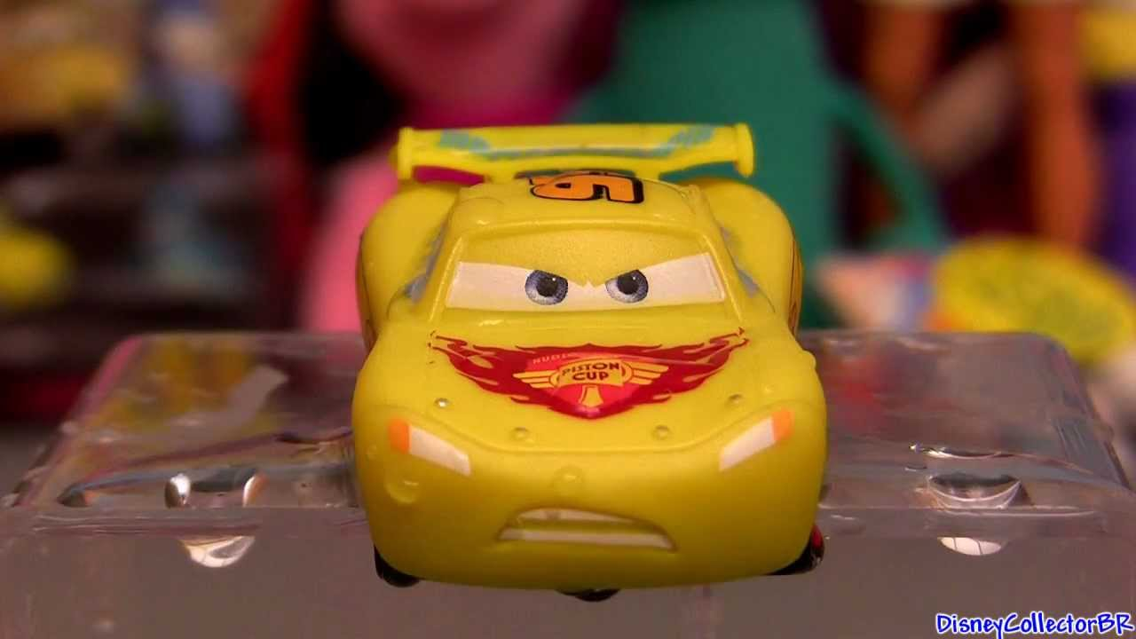 Cars Color Changers Lightning McQueen Changing Color from Yellow to ...