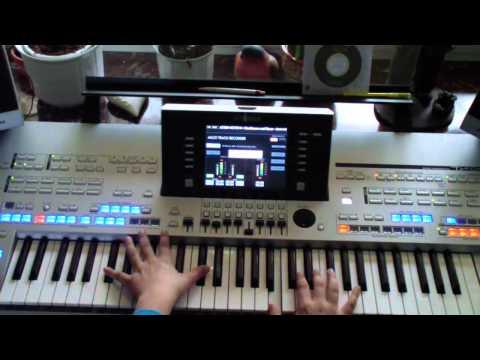Macklemore -Thriftshop Cover Tyros4 (Piano)