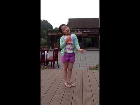 2. Baby Gia Như đọc Bài thơ giữa vòng gió thơm