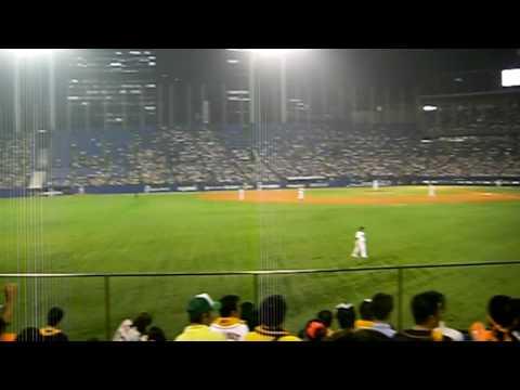 神宮球場レフトスタンドにて。 (2008.8.20撮影)