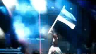 Snoop Dogg with Estonian flag (Live in Tallinn)