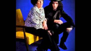 Jack White & Wanda Jackson - Thunder On The Mountain (Bob Dylan cover)