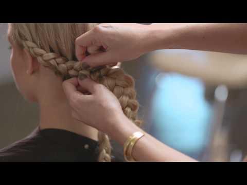 Get Joanne Froggatt's look from the 2015 Golden Globe Awards