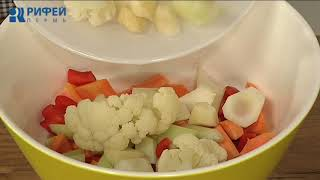 Что Есть. Салат из квашеных овощей с зеленым горошком и кукурузой