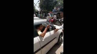 कार सवार ने पुलिस वाले को दिखाई दादागीरी