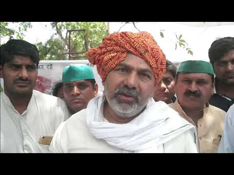 Rakesh Tikait Joins Bhartiya Kisan Union Protest at Gautam Buddha Nagar Collectorate