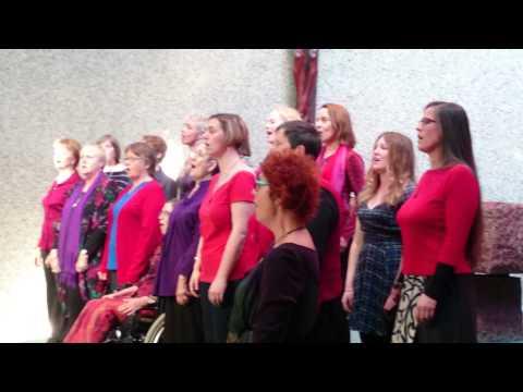 Womensong sing Mraval Jamier at Futuna