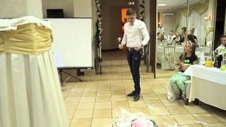 Падение в торт на свадьбе