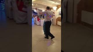 Танец мамы и папы на свадьбе
