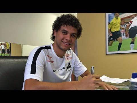 Victor Ferraz estende contrato até 2019