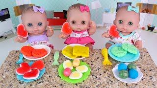Куклы Делятся Конфетами Кушают Овощи Мультики для детеи Как Мама Кормила Пупсиков 108мама тв
