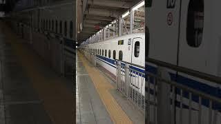 博多駅を発車するN700系