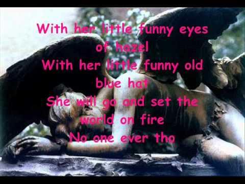 Kerli - Walking on air (lyrics)
