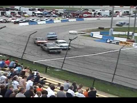 Incident in Thunderstox Heat 4 @ La Crosse Speedway 06.20.09