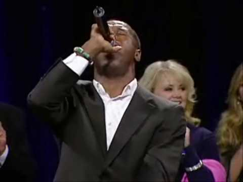 "Micah Stampley Sings ""His Eye is on the Sparrow"""