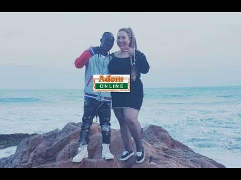 Patapaa chills with white girlfriend at Winneba beach