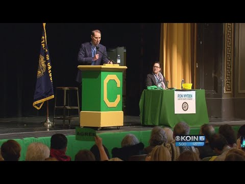 Wyden holds town hall at Cleveland High School on new tax bill