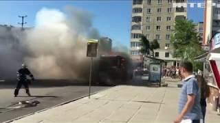 Во Львове за 8 минут полностью сгорела маршрутка (видео)