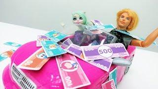 Кен поймал золотую рыбку! Игры с Барби