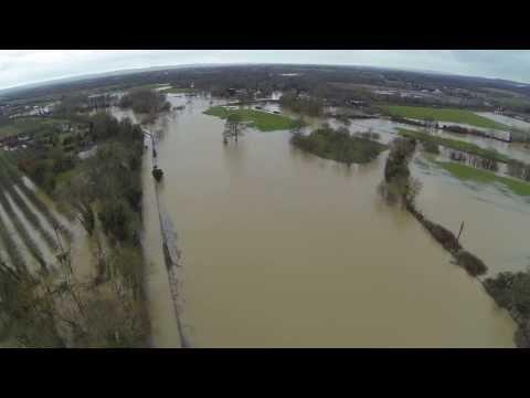 Yalding flood 7th Feb 2014 - clip 1