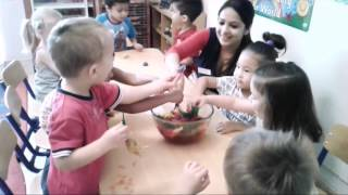 Blossom Burj Nursery Summer Camp - Animals in Jelly Sensory Play