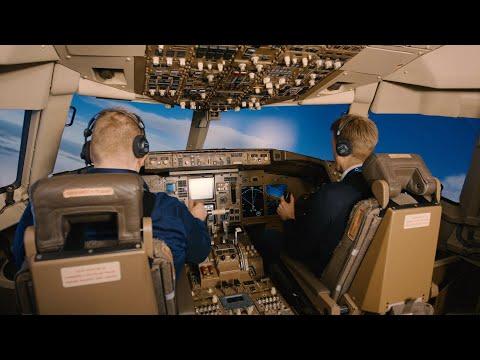 Behind the scenes at Icelandair: Training and maintenance | Icelandair