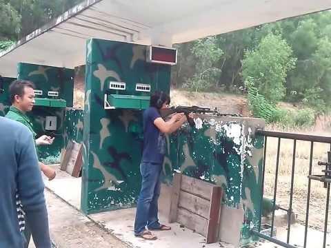 Bắn AK47 ở Địa đạo Củ Chi