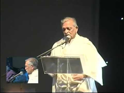 Gulzar recites his poetry at Jagjit Singh Concert