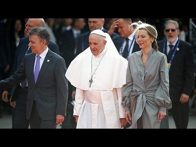 Pope Francis urges Colombia to stay on the path of peace